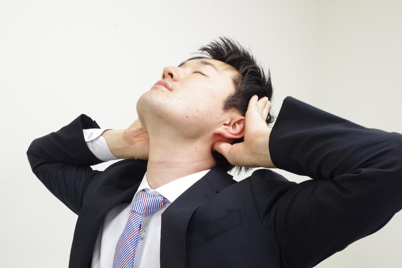 首が重だるいときにすぐできる。首のコリを解消するストレッチをカラダファクトリーの整体師が解説