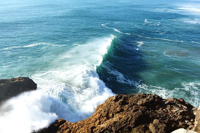 今年の冬もナザレの波は大きい《空撮4K映像》