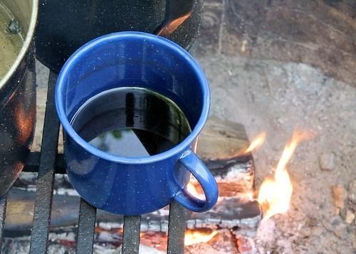 寒いからこそ旨い!冬キャンプのお酒の楽しみ方