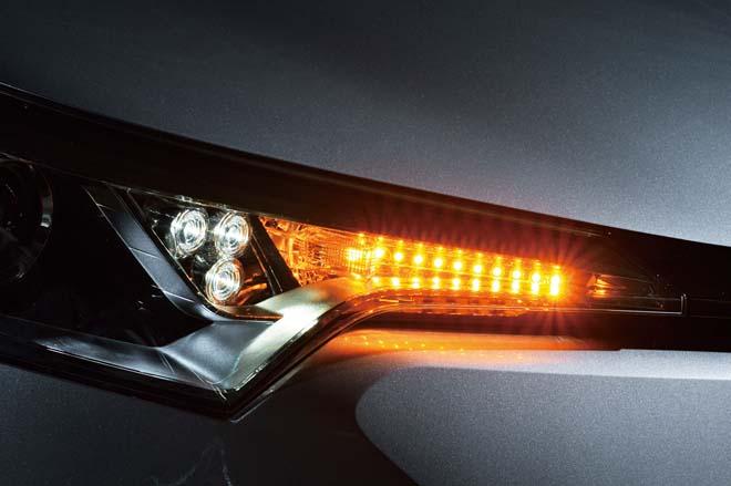 標準仕様のライトが〝流れるウインカー〟に早変わり