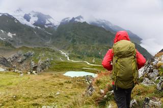 ワークマンのおすすめレインウェア! 登山やキャンプ向けレインウェアの選び方も伝授