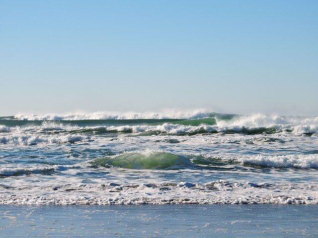 サーフィンにおける波の種類!ダンパー・トロイ・速いなど