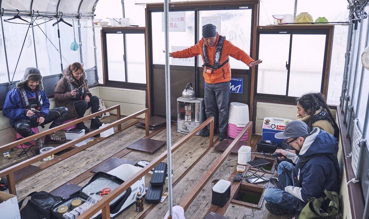 真冬でも超快適。ぬくぬくドーム船でワカサギ釣り選手権。【GO OUT釣り部 動画】