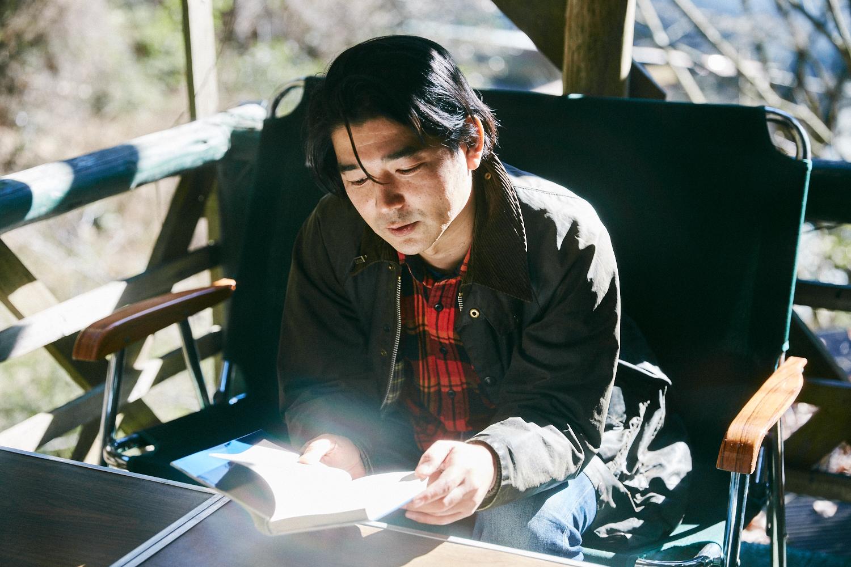 山小屋で「村上春樹」を読む。SNOW SHOVELING店主のヒップな山暮らし|ルーミーたちの冬ごもり