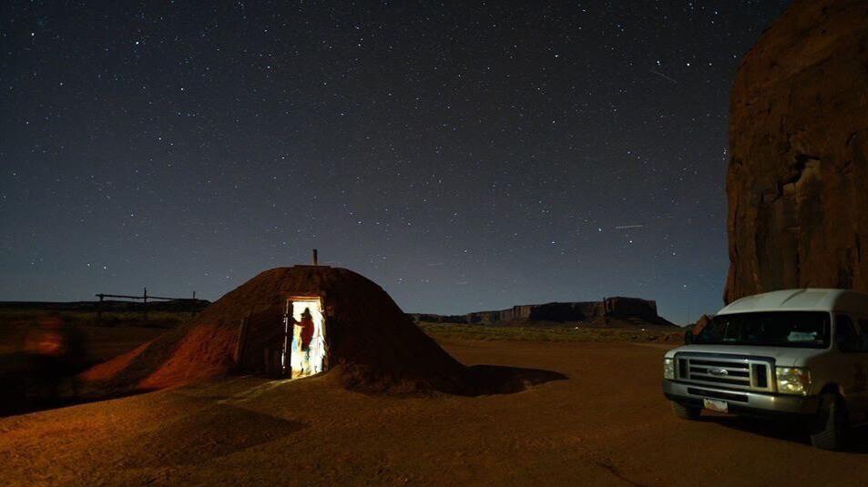 歩かずに死ねるか!アメリカ国立公園への旅(7)モニュメントバレーでナバホ族の住居「ホーガン」に宿泊