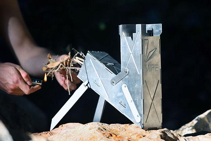 厚さ4cmに折り畳める、小型ロケットストーブを発見! ソロキャンプにもうってつけ。