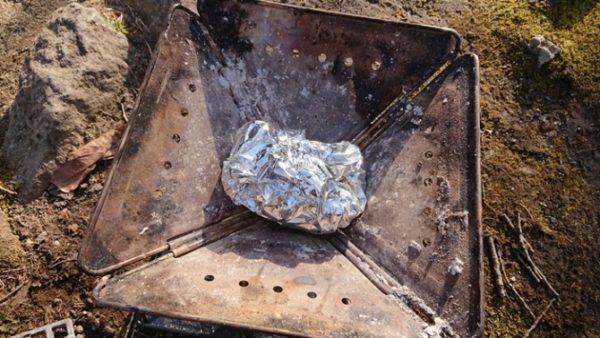 スノピの焚火台、片付けの灰処理がロゴスのお掃除楽ちんシートで劇的に楽になる!