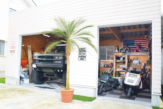 男の隠れ家の理想形ともいえる、ガレージにハイリフトの相棒を収容