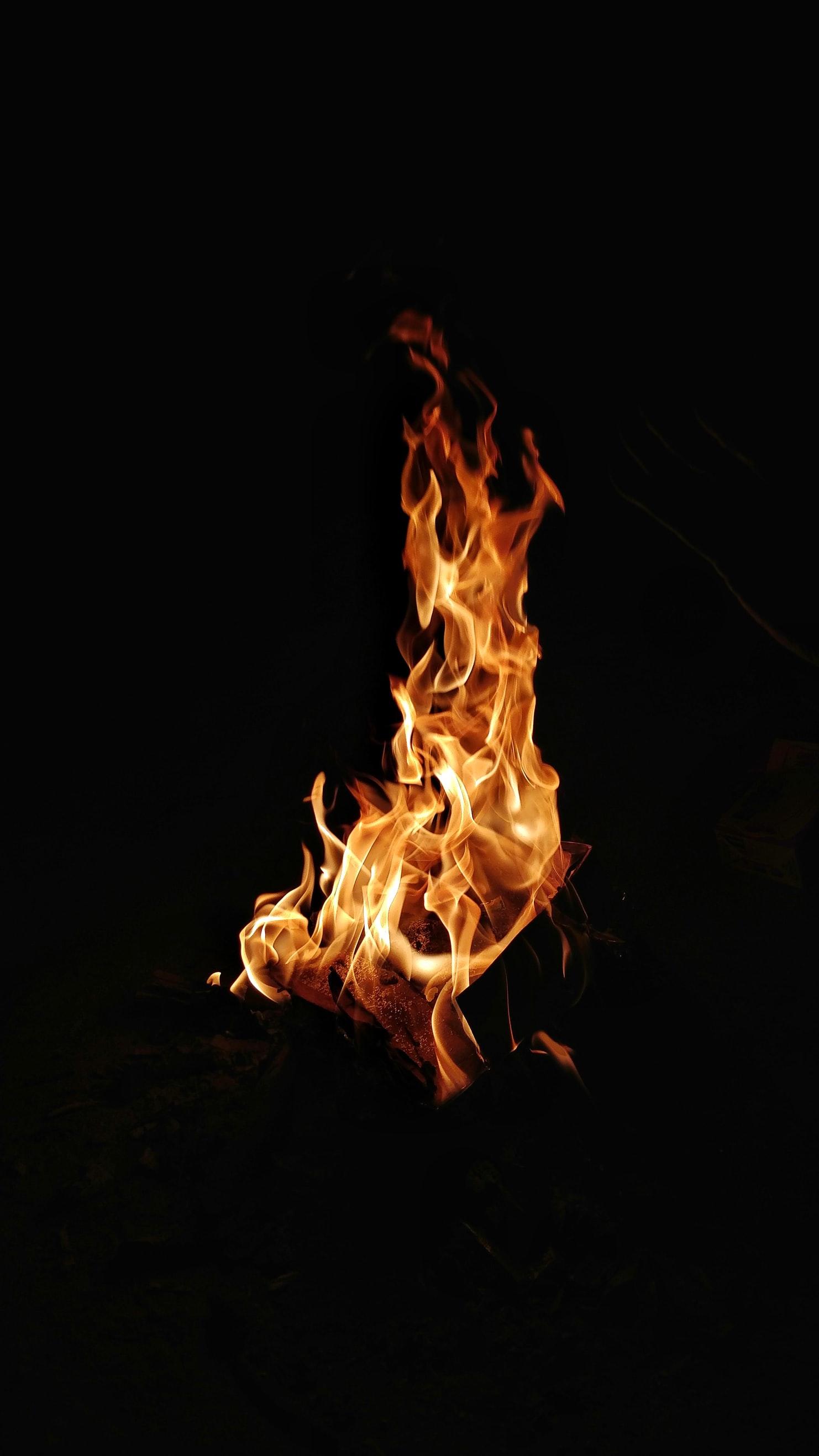 もう火起こしなんて怖くない!火起こしのコツと100均で作れる便利グッズ!