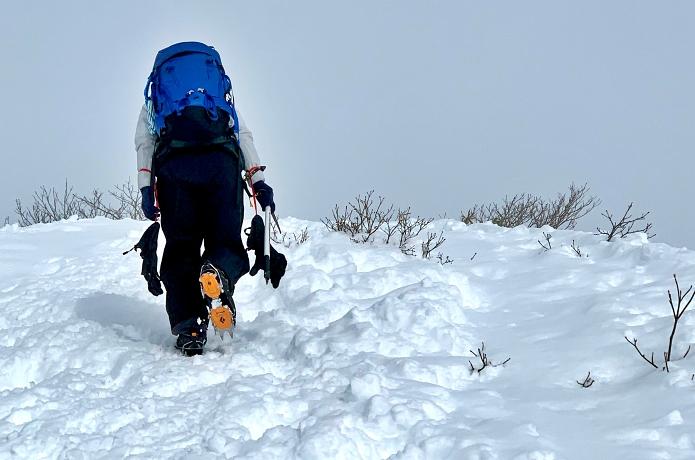 「アイゼン歩行」をマスターしよう!雪山登山の必携アイテムについてプロガイドが解説