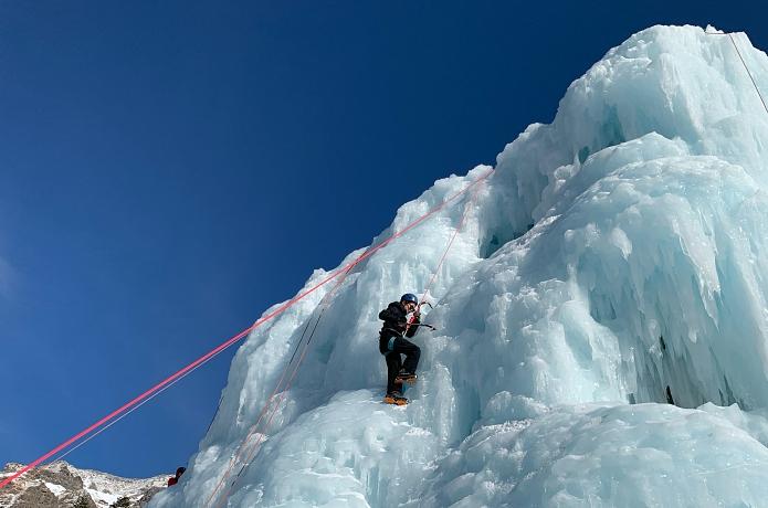 「アイスキャンディ」って知ってる?冬にだけ出現する八ヶ岳のアイスクライミング登竜門をご案内