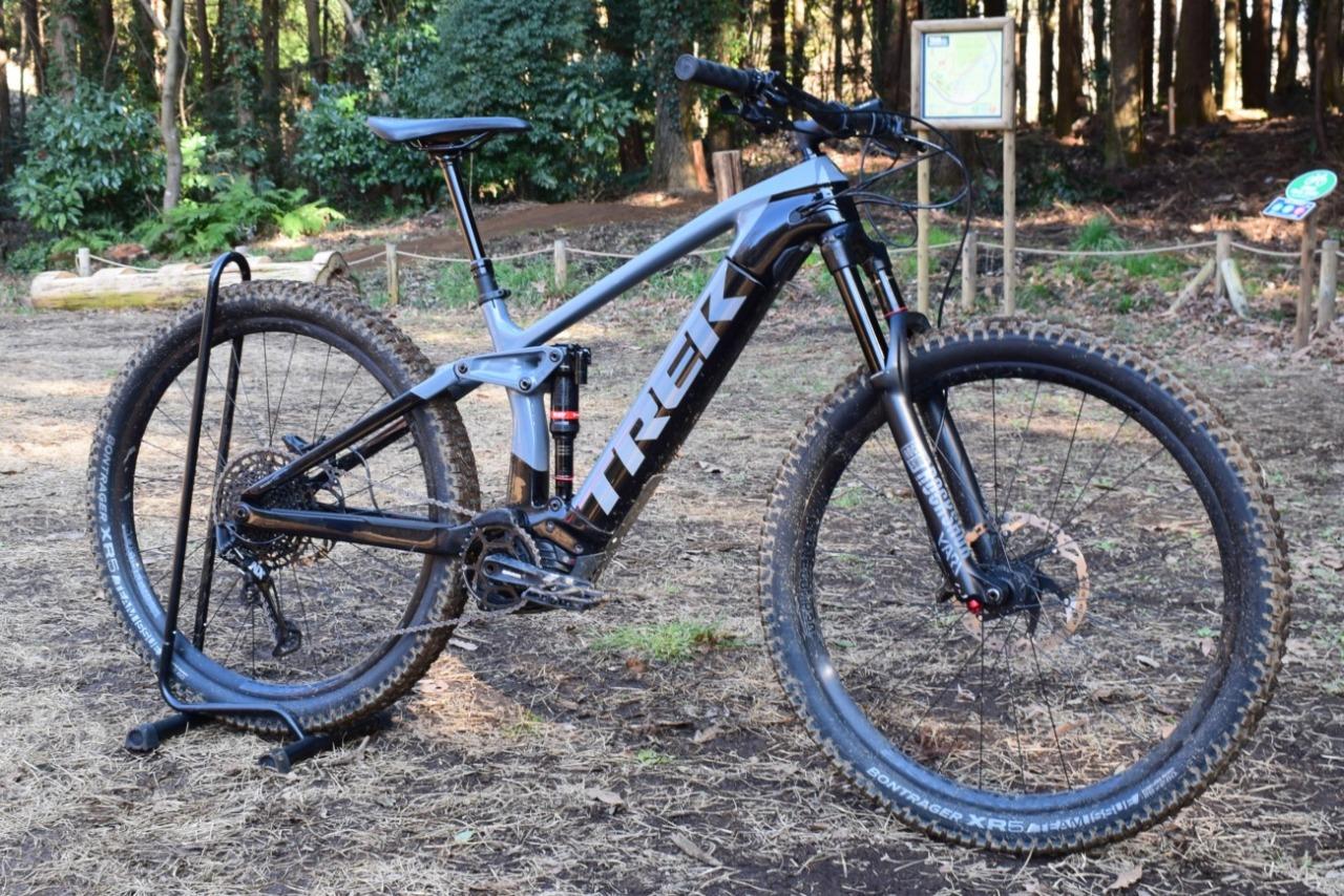【E-MTB】坂を駆け抜ける喜びと下りの安定性を両立したフルサス電動アシストMTB「TREK Rail9.7」【E-Bike】