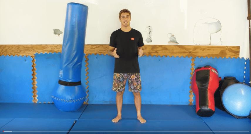 サーファー【コア・ロスマン】が約11分間の自宅でできるトレーニングを紹介