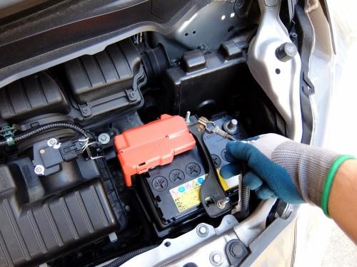 アイドリングストップ車のバッテリー 選び方と長持ちのコツは?
