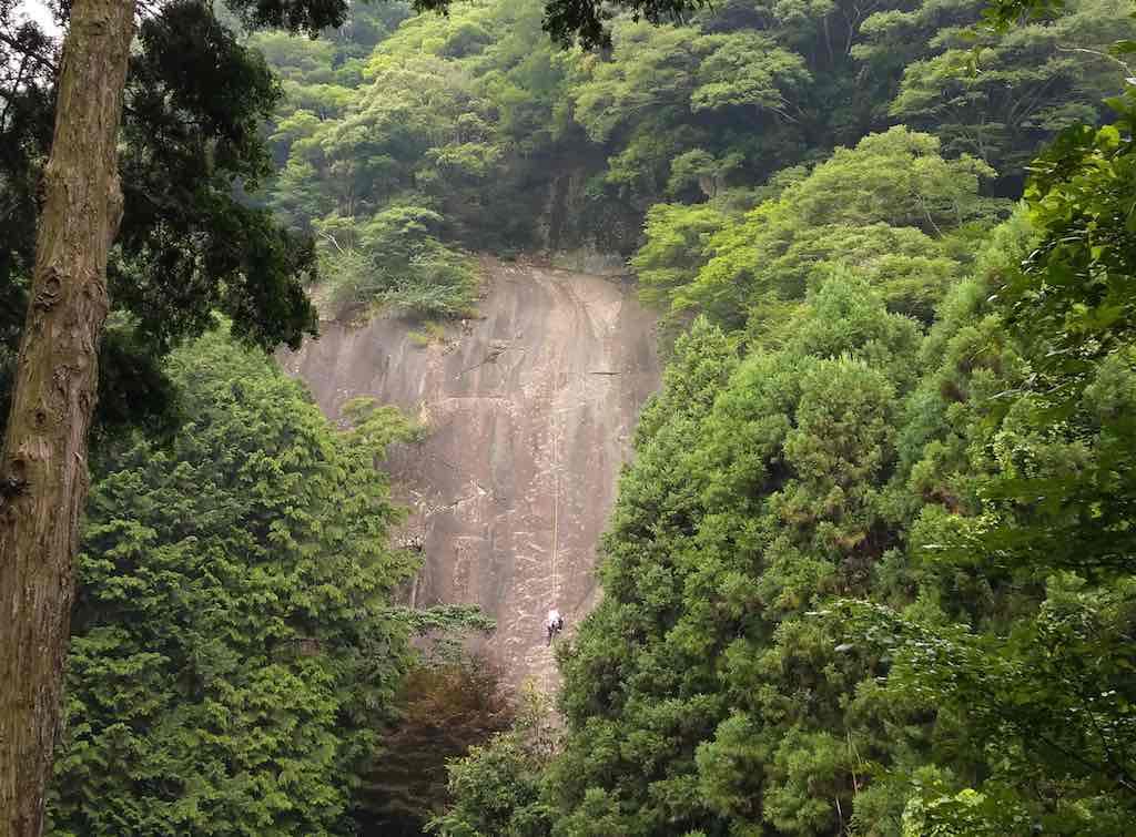 丹沢 広沢寺の岩場使用自粛のお願い
