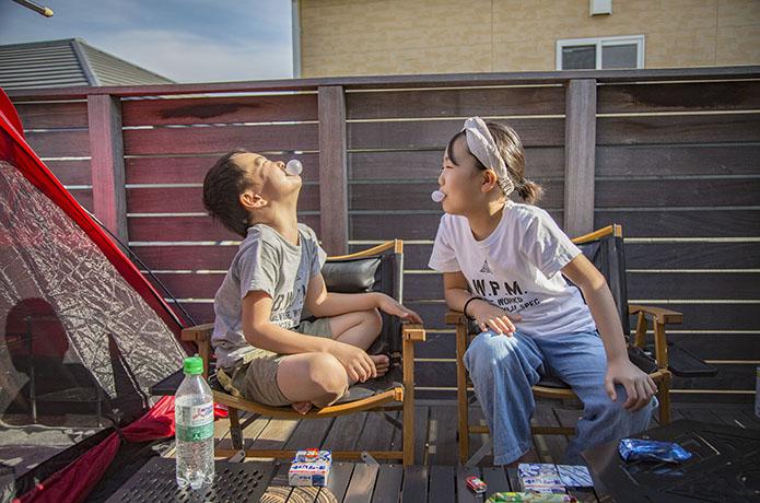 """【子供も親も笑顔になれる】""""家族にやさしい""""おうちキャンプの過ごし方"""