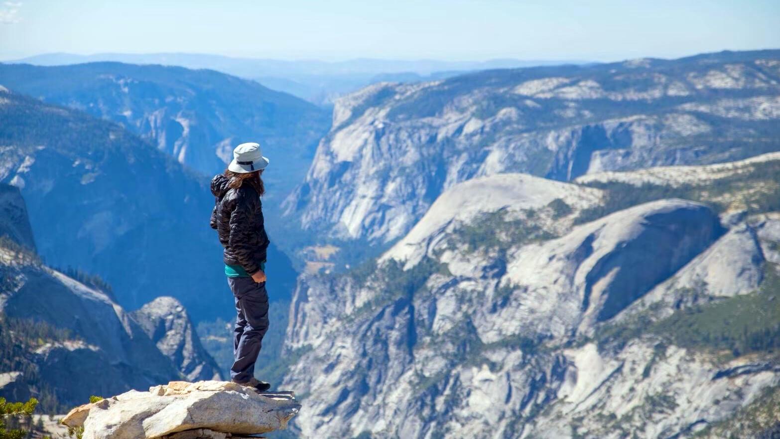 歩かずに死ねるか!アメリカ国立公園への旅(9)ボリューム満点!眼前に広がるヨセミテの360度大展望を独り占め クラウズレスト トレイル