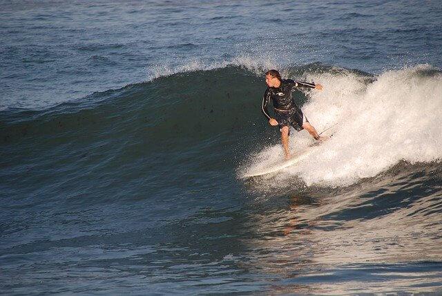 サーフィンの『バックサイド』の基本とコツ|難しい理由とは?