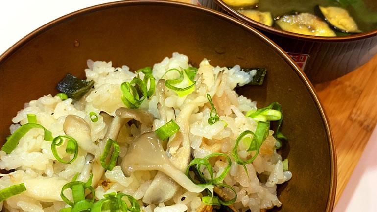 【車中泊ごはん】アルポットを使って松茸風味の炊き込みご飯を作る