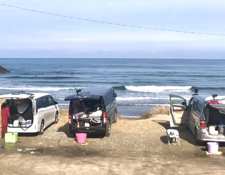 サーフィンにおすすめの車5選と車中泊カスタム実例。車内便利グッズも