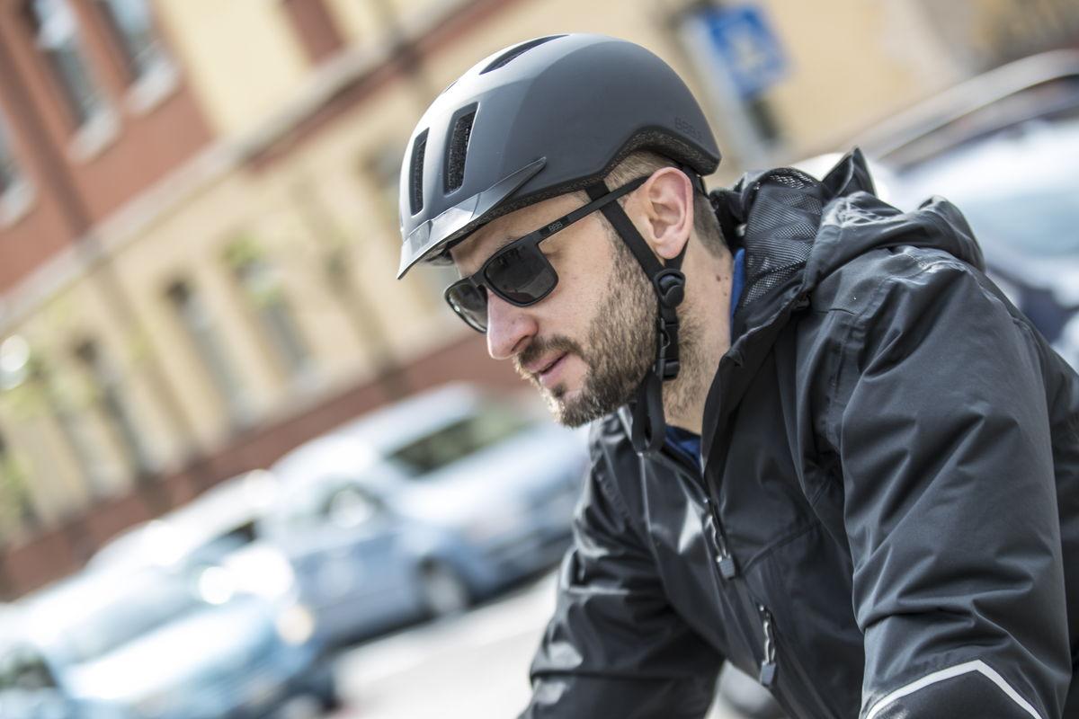 BBBからロード用ヘルメットとテールライト付きアーバンヘルメットが発売