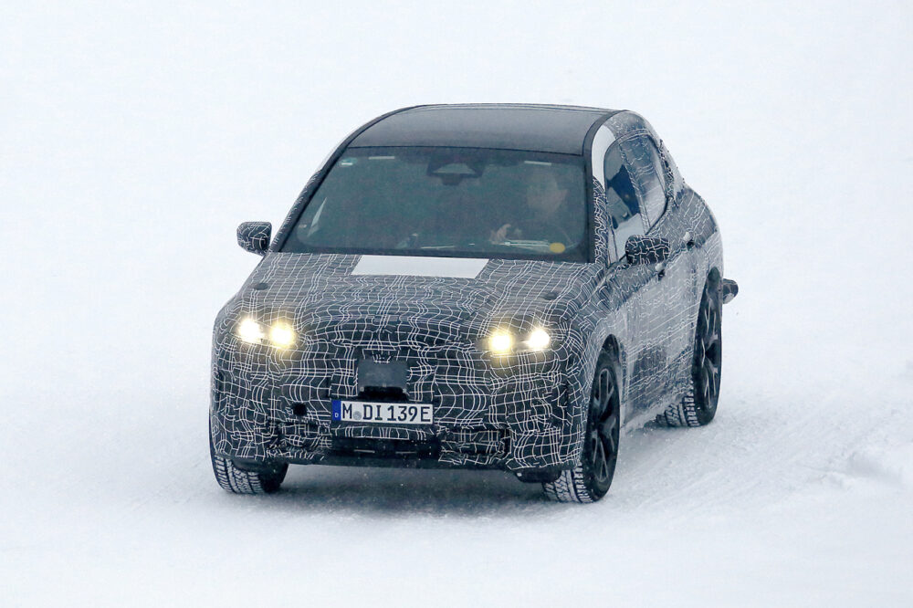 BMWのEVコンセプトi-NEXTは「i5」で市販化か!プロトタイプを秘密基地でスクープ