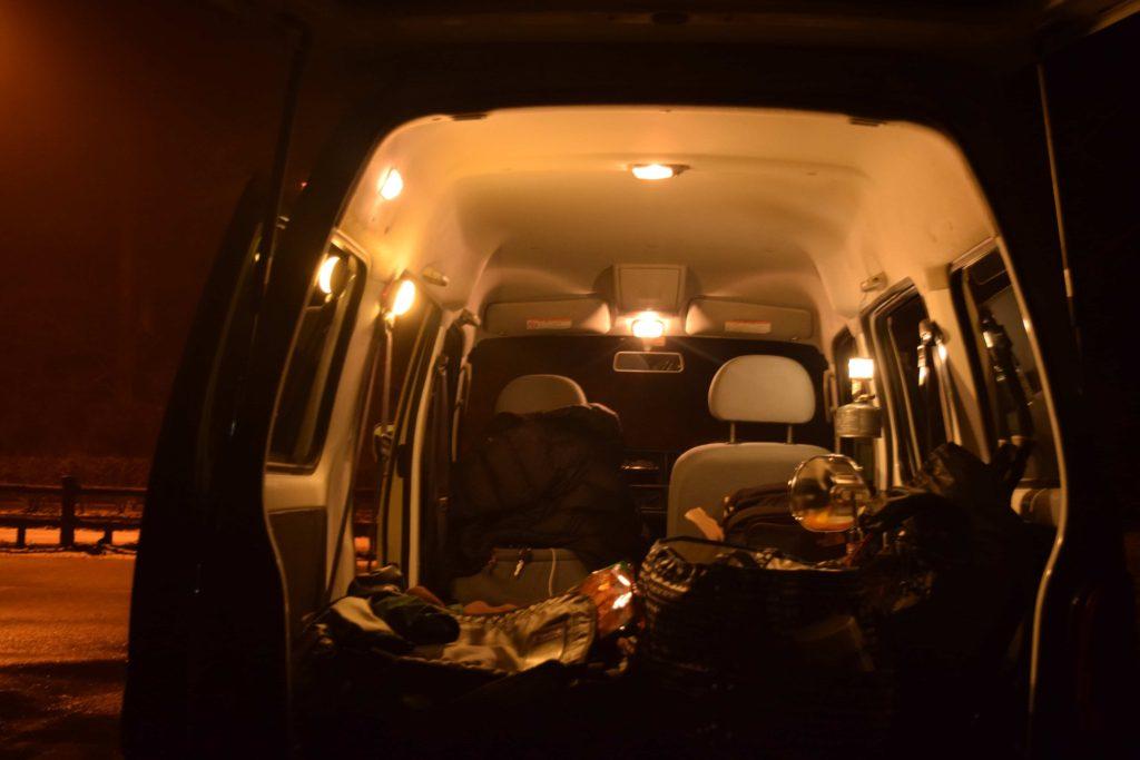 キャンプでも使える車中泊を快適に過ごせるアイテム10選!