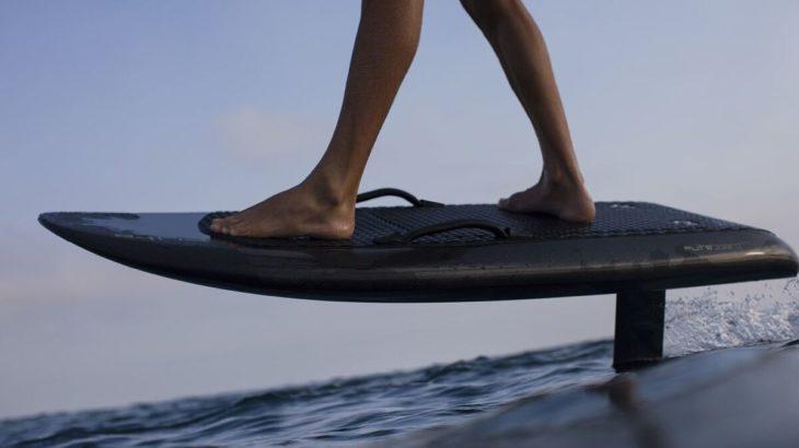 波がなくてもサーフィンができる!電動サーフボードをご紹介