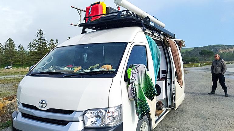 【海外のキャンピングカー】ハイエースで旅をするバンライファー