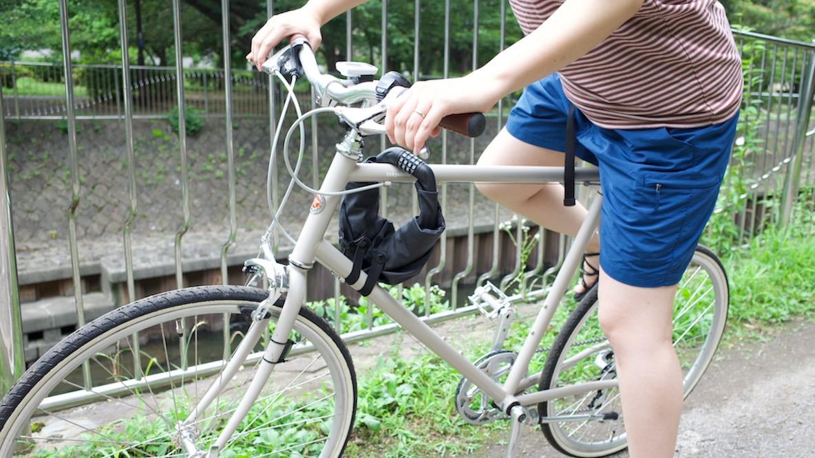 1つで2役のロック&バッグがあれば、手ぶらでサイクリングできちゃうよ|身軽スタイル