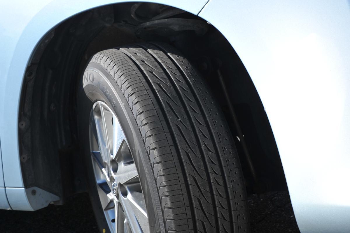 スリップサイン手前でも性能は下落! 減らずとも経年劣化! 危険を避けるための「タイヤ交換」本当の目安とは