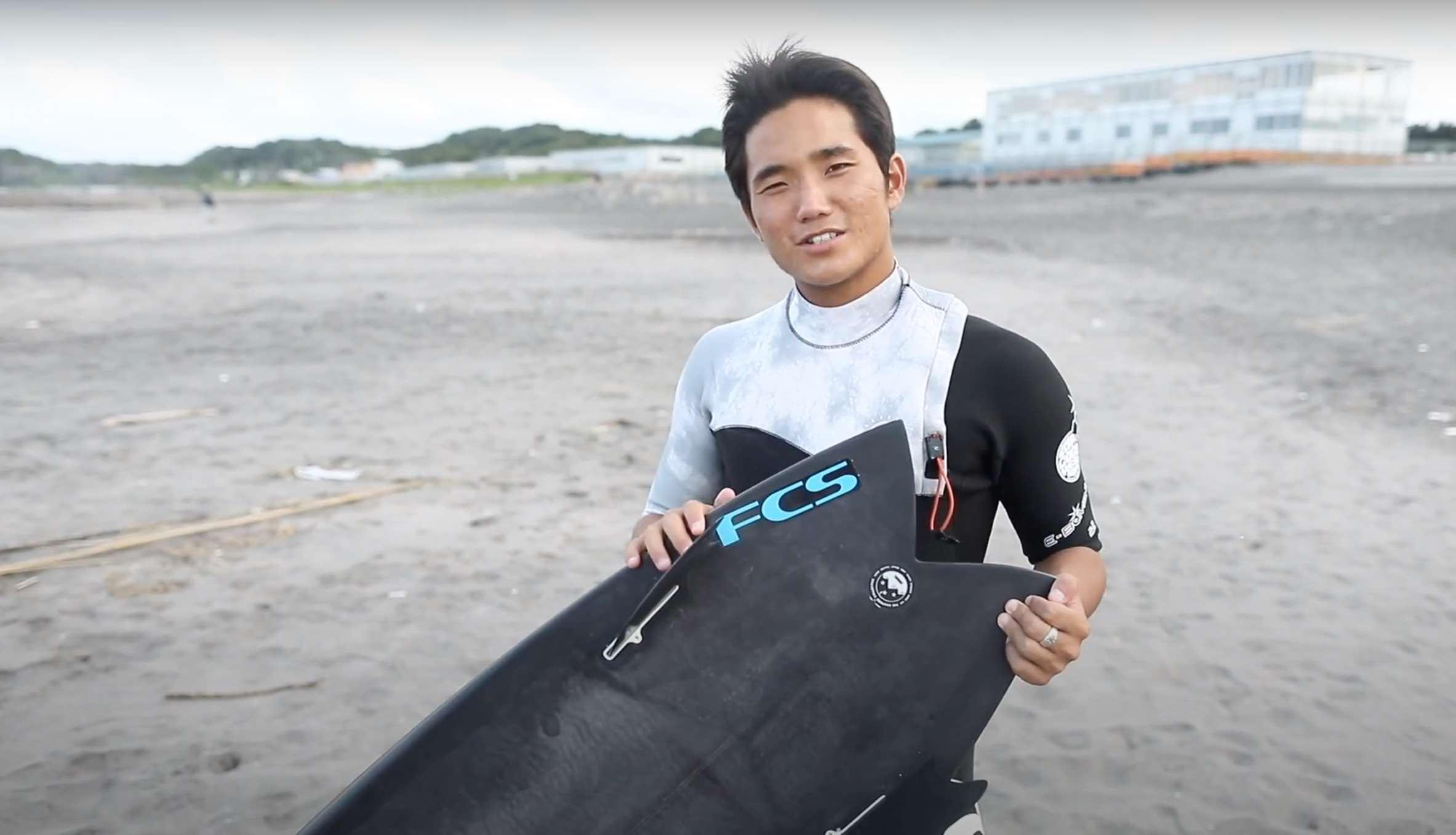 """【オルタナティブ】超話題沸騰中のSUPERbrand surfboardsのツインフィッシュ""""SERIAL KEELER""""モデルを村田嵐がテストライド&インプレッション"""