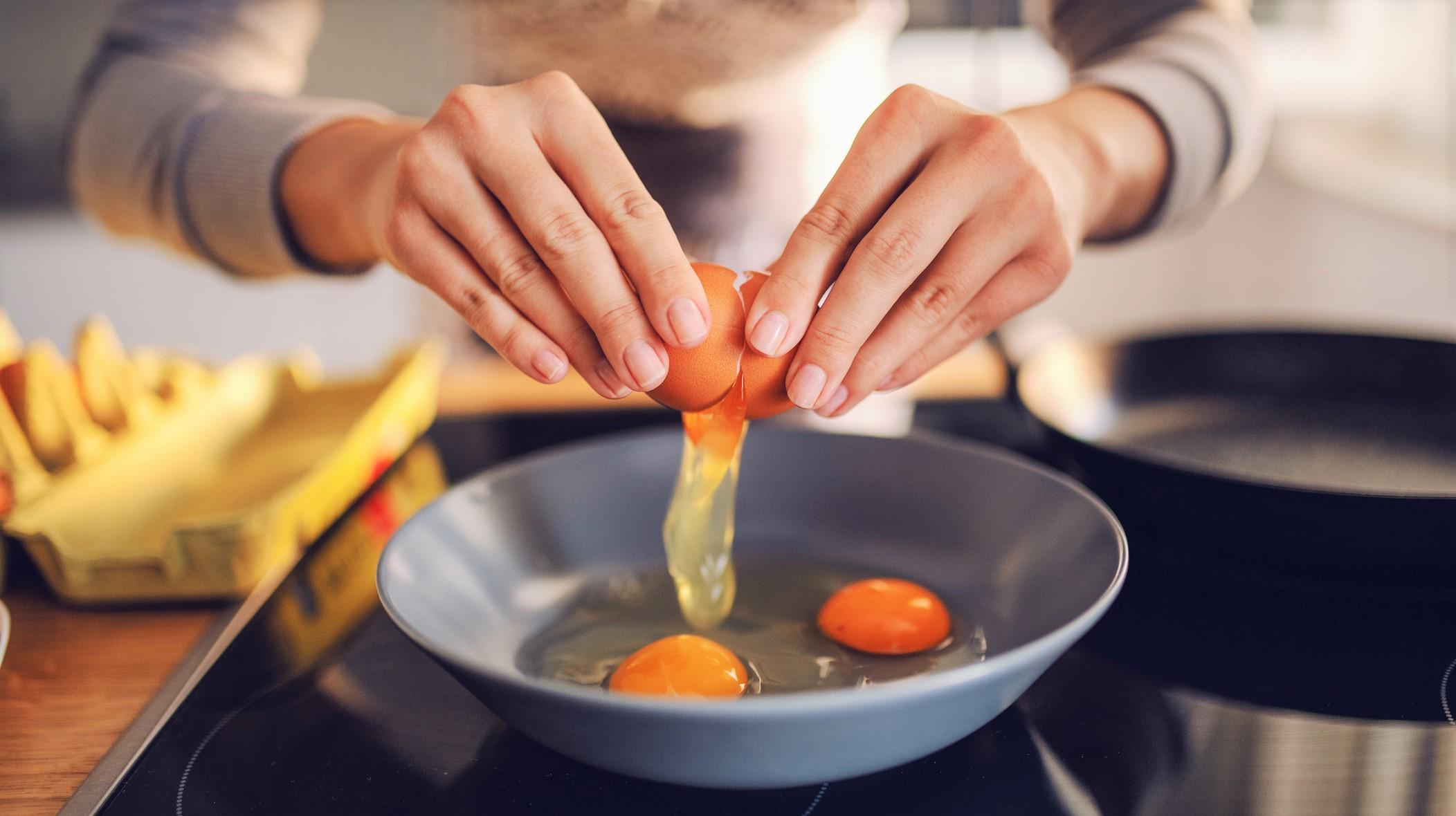 卵は1日何個まで?ゆで卵と目玉焼きで栄養価は変わる?管理栄養士が解説