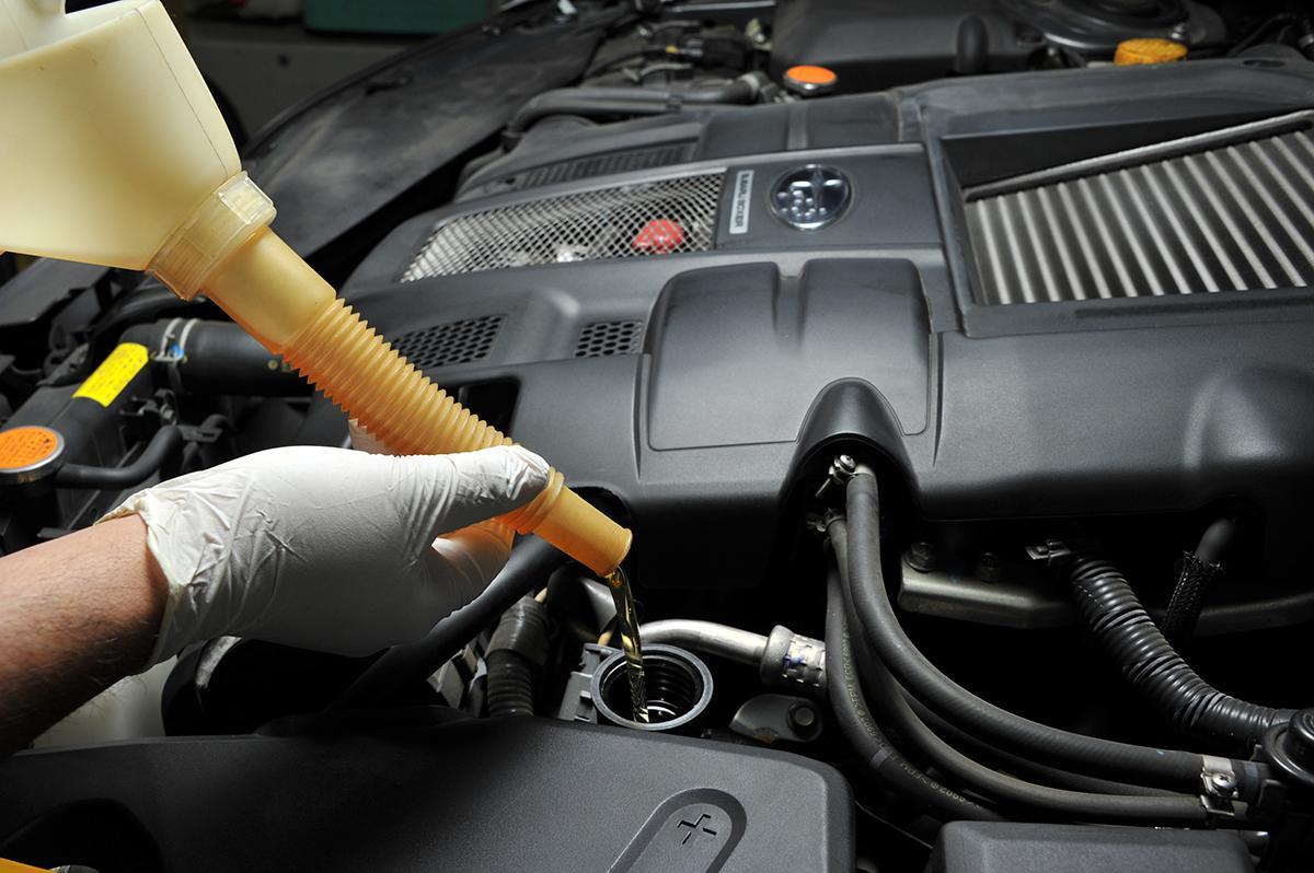 イマドキのクルマのエンジンオイルは粘度だけじゃダメ! 「規格」をチェックすべき理由とは