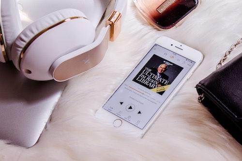 通勤、移動、筋トレしながら耳で読書が最強なこれだけの理由、オ-ディオブックアプリ徹底活用