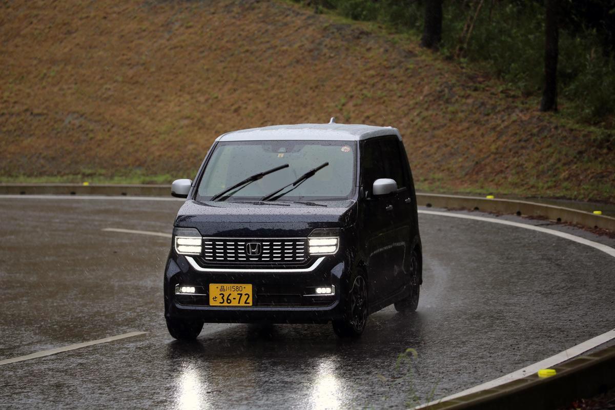 「雨」の恐ろしさは想像以上! 事故率4倍のリスクを避ける「降り始め」への注意と対策とは