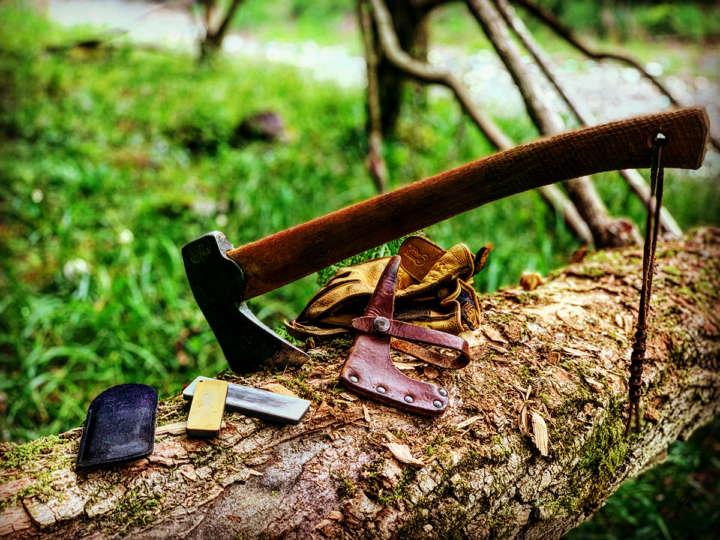 シャープナーで斧を研ぐ!アウトドアギアメンテナンス術①