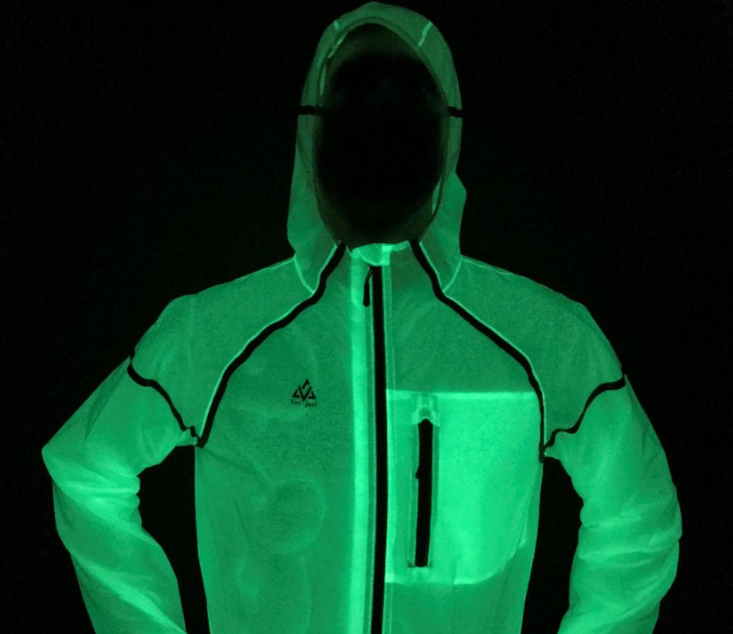夜間のサイクリングやランニングに 発光ホタルジャケットの先行予約販売登録サイトがリリース