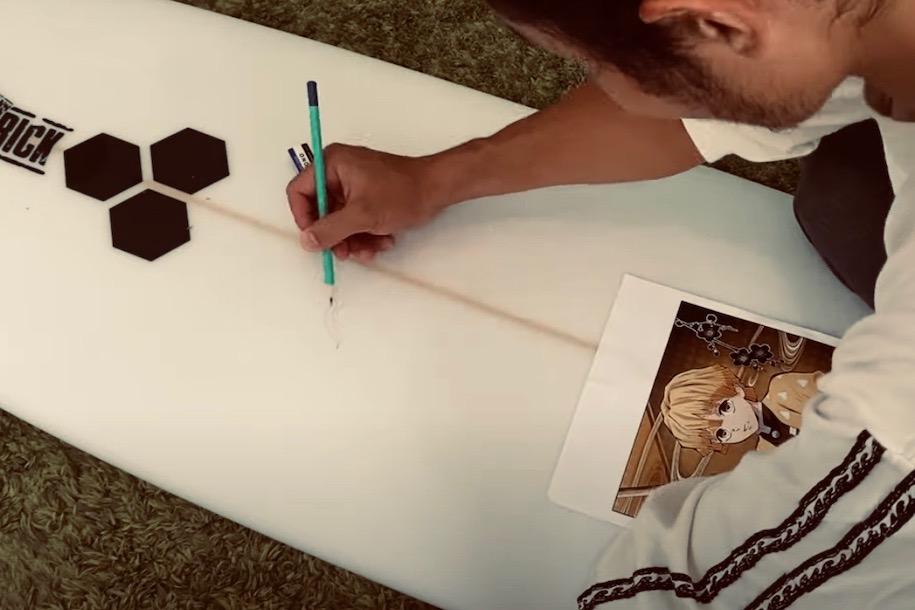 プロサーファー田中英義は絵が上手い!?サーフボードに『鬼滅の刃』我妻善逸の絵を描く
