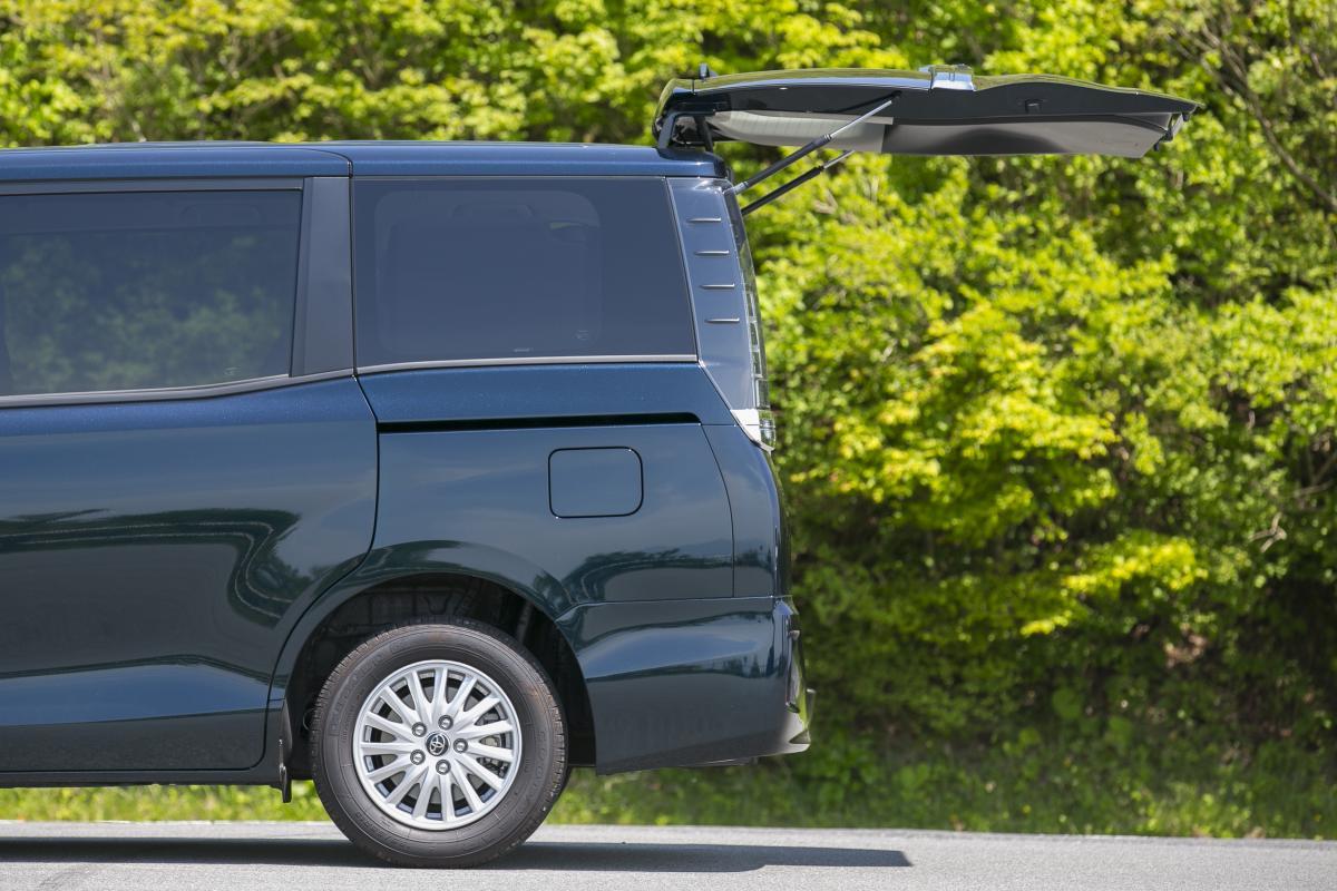 なぜワゴンやSUVだけ? ほとんどのミニバンのバックドアが「電動開閉」がしないワケ