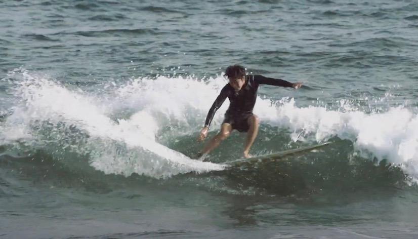 アーモンドサーフのミッドレングスモデルJOY 石井乃亜の湘南サーフィン映像