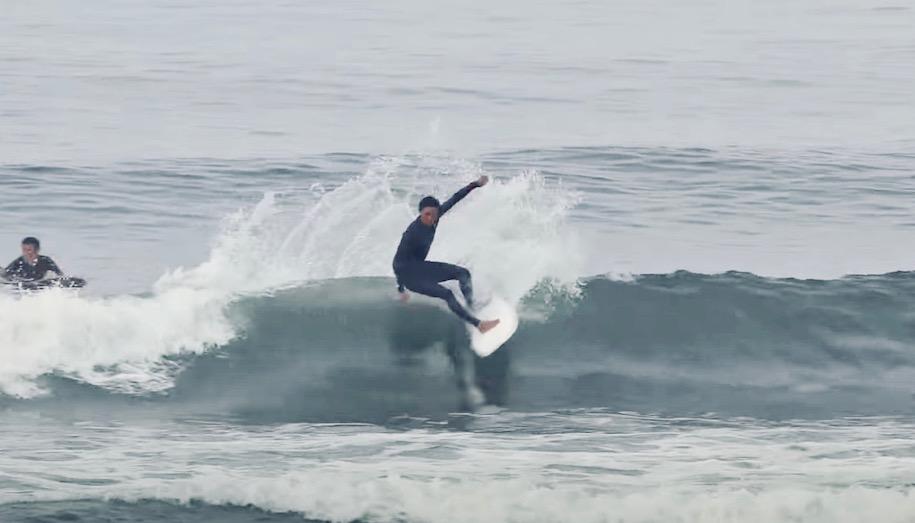 河村海沙のツインフィンとスラスター、2つの異なるサーフボード乗り比べサーフィン映像