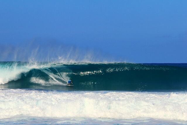 サーフィンの聖地といえば?日本国内〜海外にあるポイントを紹介