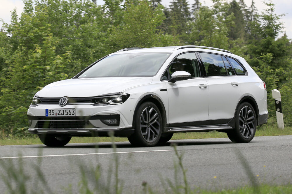 次期新型VW ゴルフ オールトラックを追加へ!ヴァリアントとの違いは?