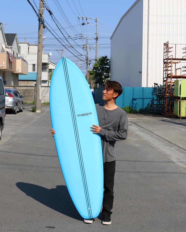 """【オルタナティブ】クラシカルなビジュアルにモダンな乗り味が共存!? JPSAロングボード・グランドチャンプでショートからスケートボードまで乗りこなす天才横乗リスト浜瀬海によるRockDance surfboardsの6'3""""シングルフィン・セッション"""