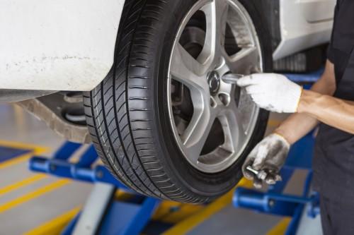 タイヤの交換時期とタイヤ交換料金相場|自分でタイヤ交換をする方法は?