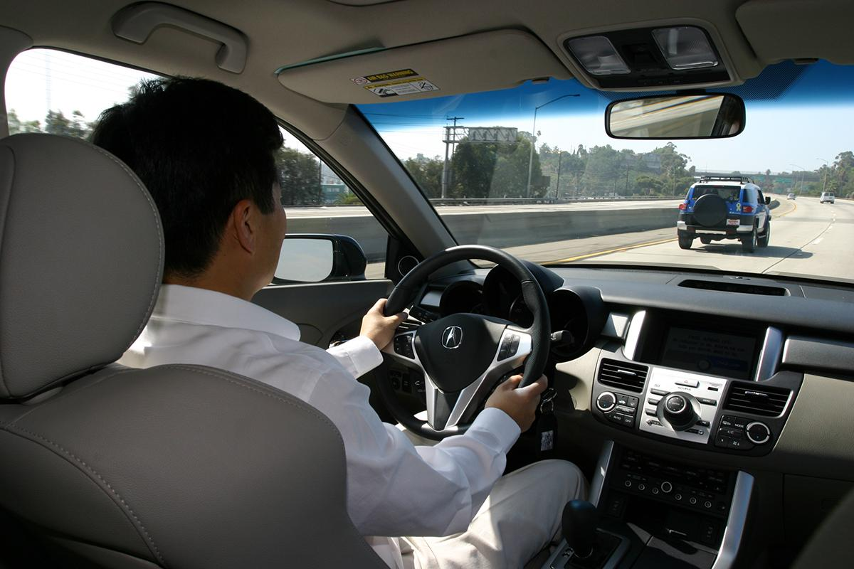 「乗用車」と「トラック」が互いにイライラする日本の日常! なぜ海外は関係が良好なのか?