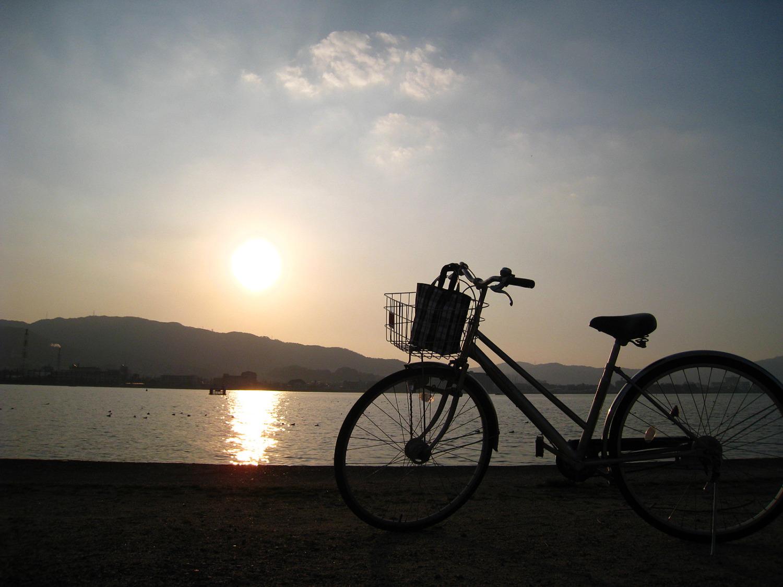 au損保が自転車の車道通行に関する調査を実施 車道通行は危ないと思う自転車利用者は95.2パーセント