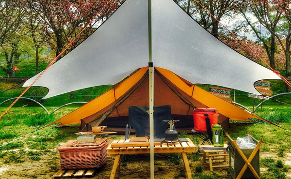 ソロキャンプにおすすめなタープ15選!軽量でコンパクトなものを厳選