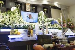 葬儀の場で酒を振る舞う意味とは?葬儀時のお酒のマナーも紹介します